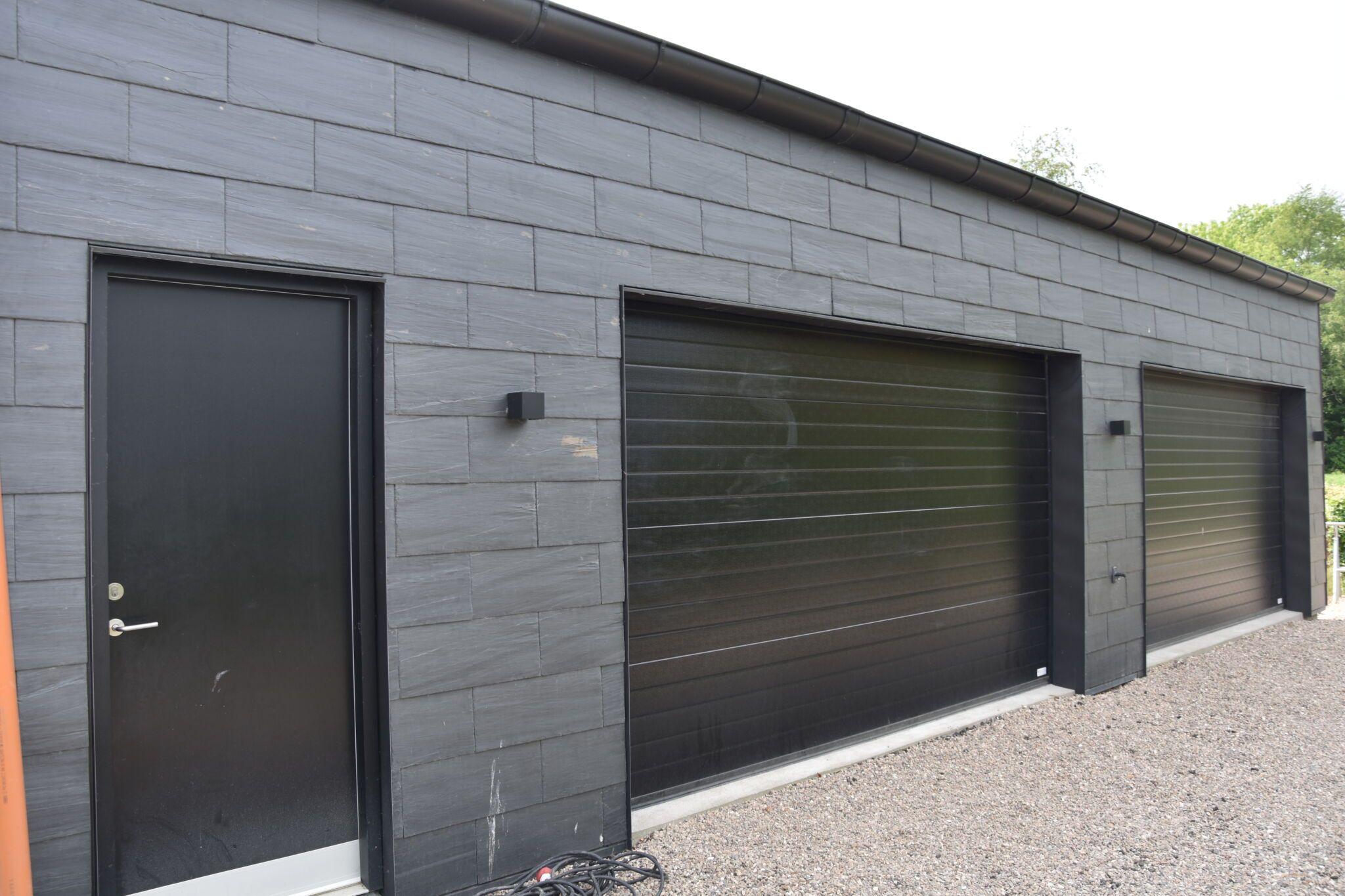 Carport-sort-hus-tømrerarbejde